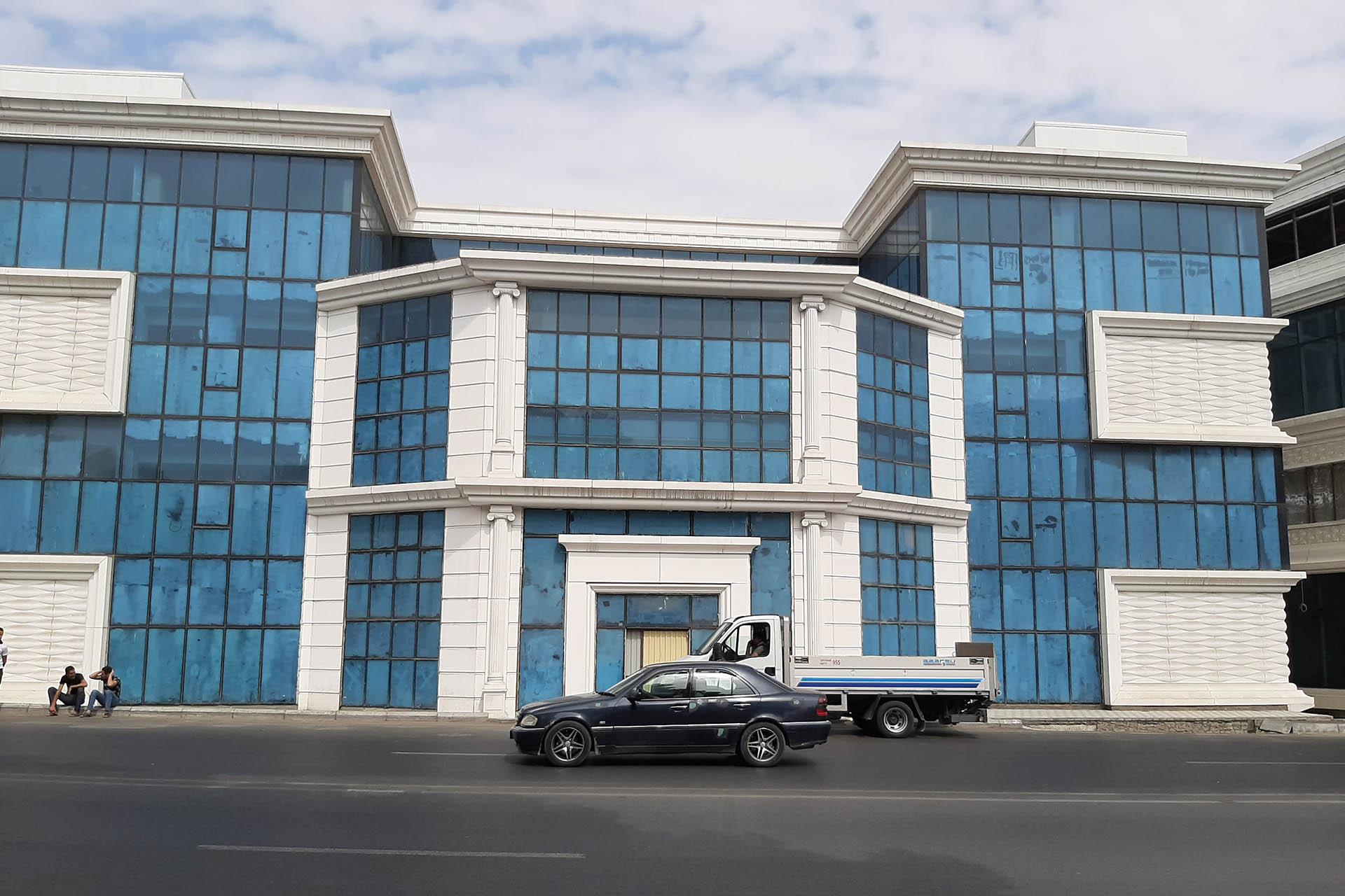 Binanın fasadının fibrobetonla üzlənməsi
